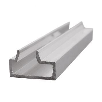 Profilo scanalato per sistema a doghe a incastro in alluminio