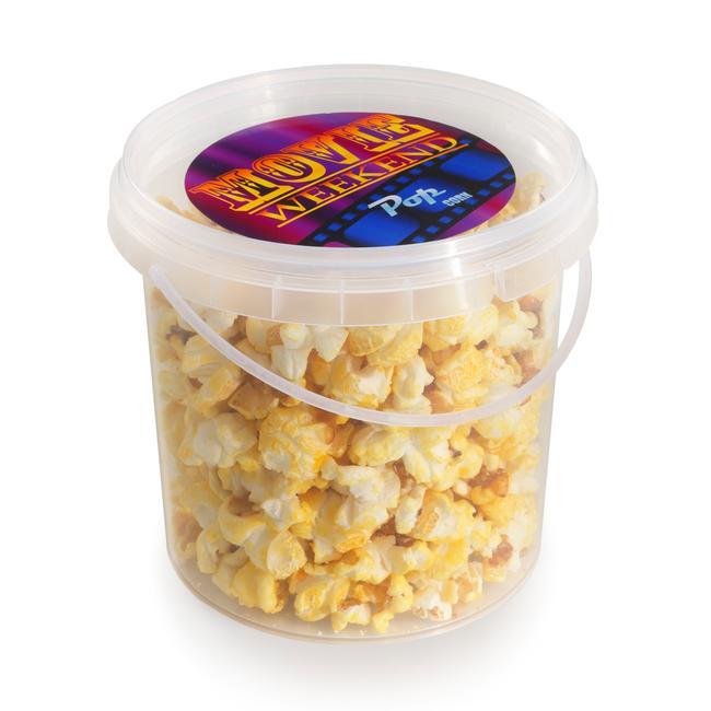 Secchiello contenente popcorn dolce o batuffoli di zucchero filato