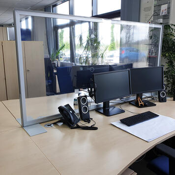 """Parete divisoria da tavolo """"Desk"""" con poster trasparente"""