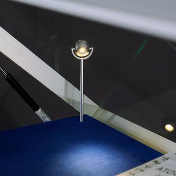 """Teca """"Museum II"""" con illuminazione a LED"""